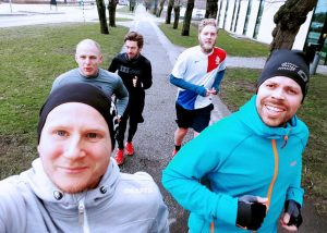 Five colleagues workouts in the lunch break