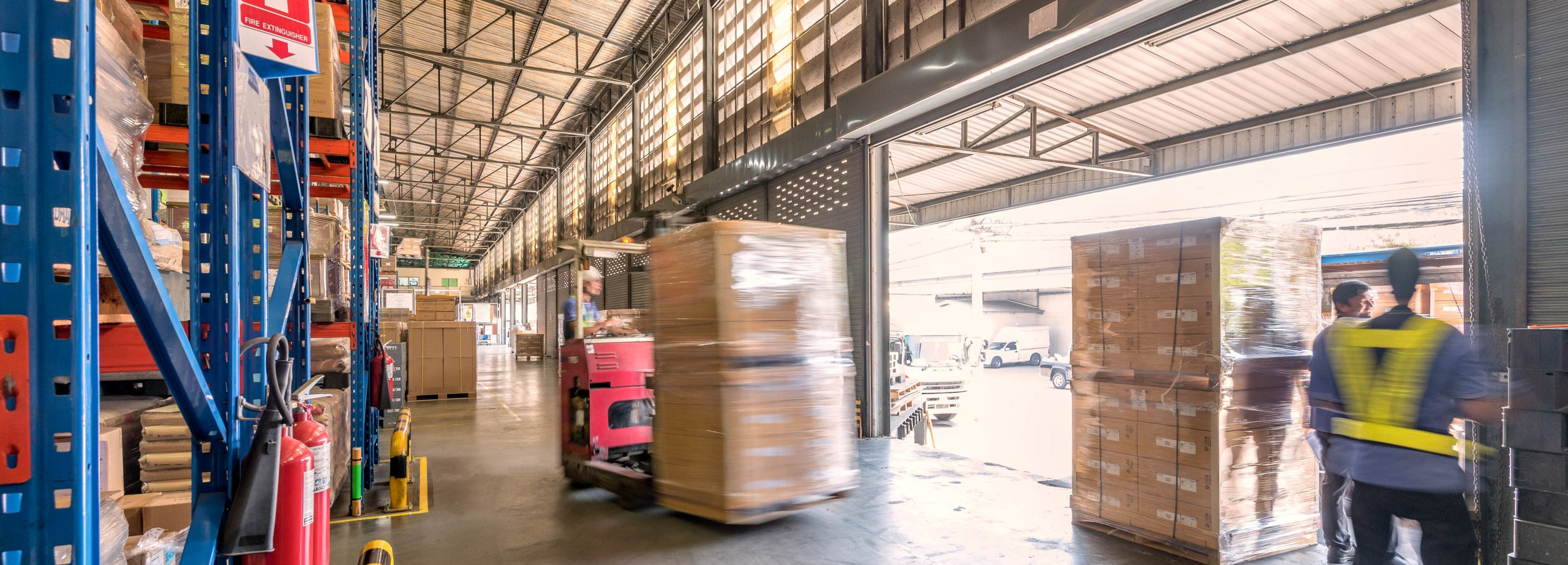 Truck drivning in a warehouse
